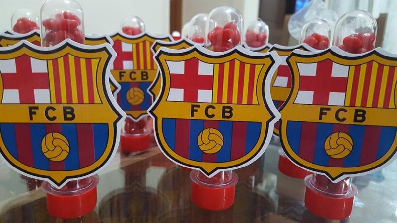 Aplique de tubete Barcelona-Aplique de tubete Barcelona  Fazemos em qualquer tema. Envie nome e idade para personalização.