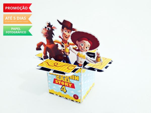 Caixa cubo com abas Toy Story-Caixa cubo com abas Toy Story Fazemos em qualquer tema. Envie nome e idade para personalização.