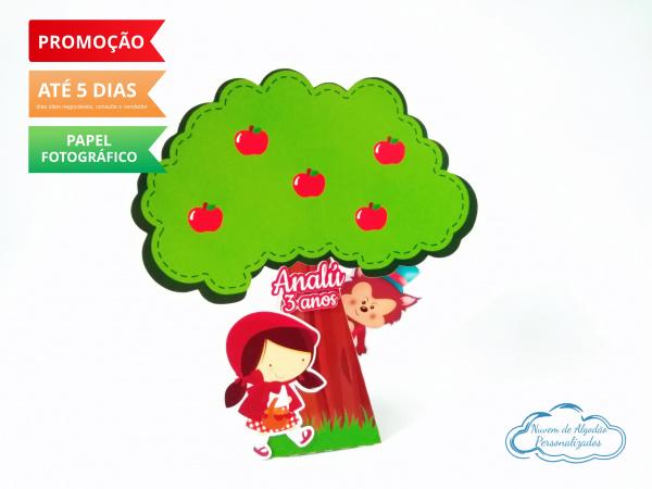 Caixa pirâmide  árvore Chapeuzinho Vermelho-Caixa pirâmide  árvore Chapeuzinho Vermelho com aplique. Fazemos em qualquer tema. Envie nome e