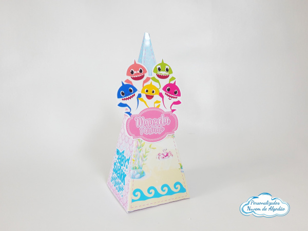 Caixa pirâmide Baby Shark menina-Caixa pirâmide Baby Shark menina  com aplique. Fazemos em qualquer tema. Envie nome e idade para