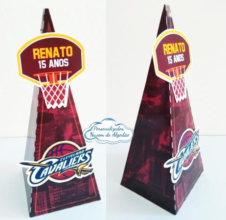 Caixa pirâmide Basquete - Cleveland Cavaliers-Caixa pirâmide Basquete - Cleveland Cavaliers  Fazemos em qualquer tema. Envie nome e idade para