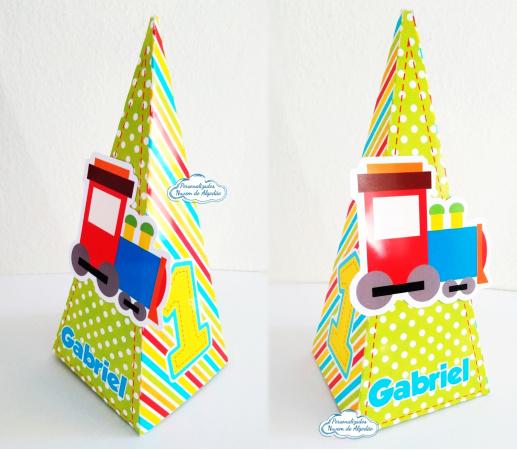 Caixa pirâmide Brinquedos-Caixa pirâmide Brinquedos com aplique. Fazemos em qualquer tema. Envie nome e idade para personal