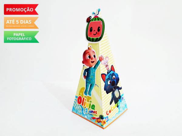 Caixa pirâmide Cocomelon-Caixa pirâmide Cocomelon com aplique. Fazemos em qualquer tema. Envie nome e idade para personali