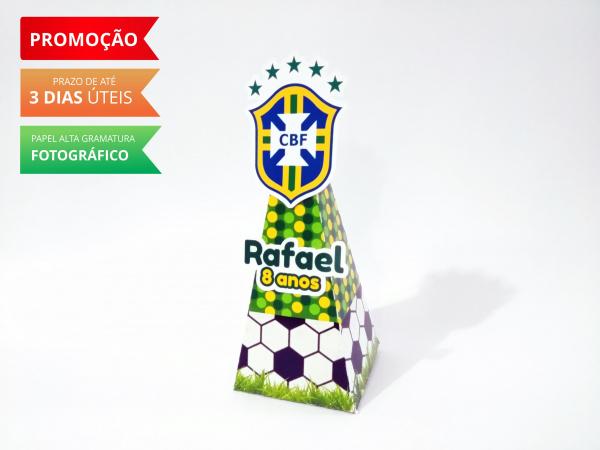 Caixa pirâmide Copa do mundo - Brasil-Caixa pirâmide Copa do mundo - Brasil  Fazemos em qualquer tema. Envie nome e idade para persona