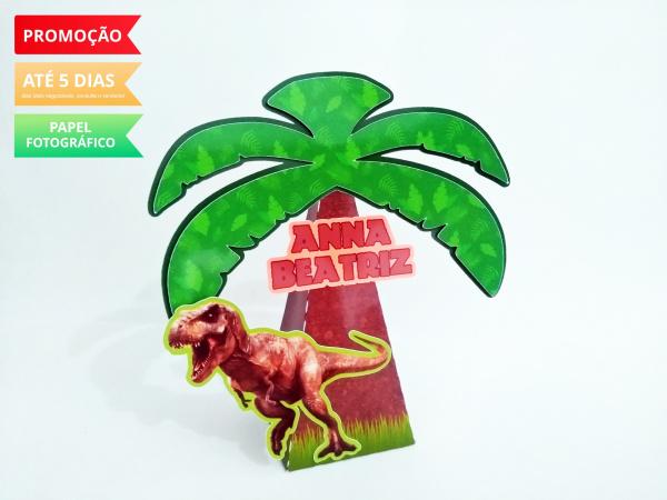 Caixa pirâmide Dinossauro-Caixa pirâmide Dinossauro com aplique. Fazemos em qualquer tema. Envie nome e idade para personal