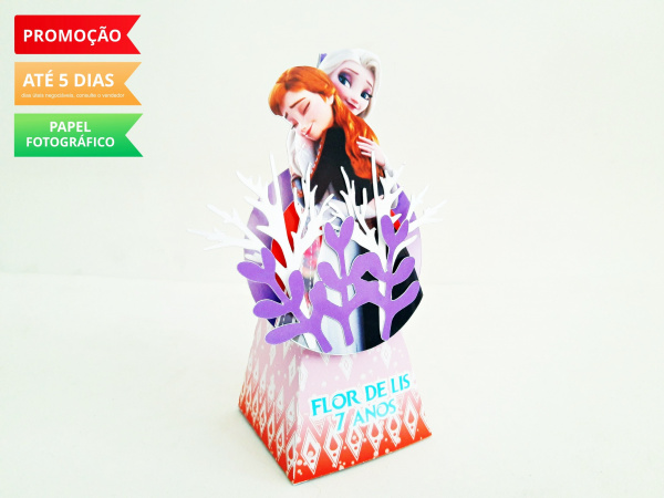 Caixa pirâmide Frozen 2 - Elza e Anna-Caixa pirâmide Frozen 2 - Elza e Anna com aplique. Fazemos em qualquer tema. Envie nome e idade p