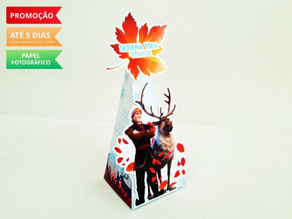 Caixa pirâmide Frozen 2 - Kristoff e Sven-Caixa pirâmide Frozen 2 - Kristoff e Sven com aplique. Fazemos em qualquer tema. Envie nome e ida