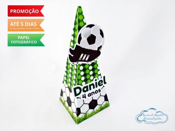 Caixa pirâmide Futebol-Caixa pirâmide Futebol com aplique. Fazemos em qualquer tema. Envie nome e idade para personaliza