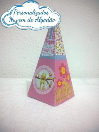 Caixa pirâmide Jardim Encantado-Caixa pirâmide Jardim Encantado com aplique. Fazemos em qualquer tema. Envie nome e idade para pe