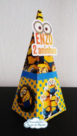 Caixa pirâmide Minions-Caixa pirâmide Minions com aplique. Fazemos em qualquer tema. Envie nome e idade para personaliza