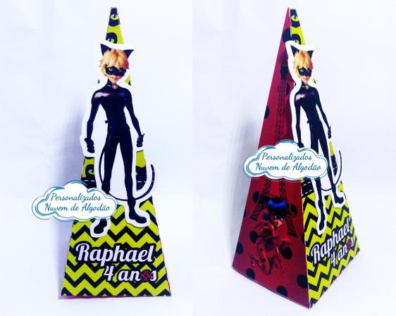 Caixa pirâmide Miraculous - Cat noir-Caixa pirâmide Miraculous - Cat noir  Fazemos em qualquer tema. Envie nome e idade para personal