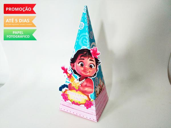 Caixa pirâmide Moana Baby-Caixa pirâmide Moana baby com aplique. Fazemos em qualquer tema. Envie nome e idade para personal
