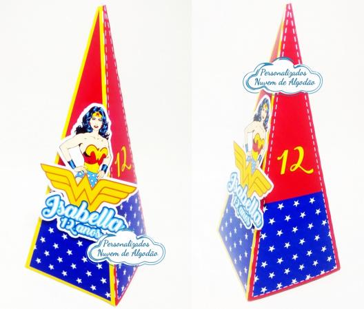 Caixa pirâmide Mulher Maravilha-Caixa pirâmide Mulher Maravilha com aplique. Fazemos em qualquer tema. Envie nome e idade para pe