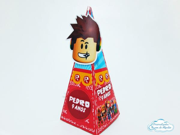 Caixa pirâmide Roblox-Caixa pirâmide Roblox  Fazemos em qualquer tema. Envie nome e idade para personalização.  -