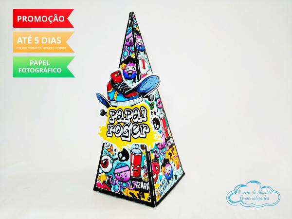 Caixa pirâmide Skate-Caixa pirâmide Skate com aplique. Fazemos em qualquer tema. Envie nome e idade para personalizaç