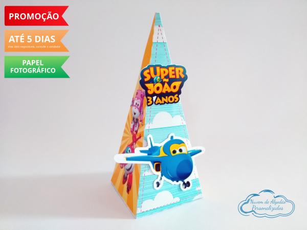 Caixa pirâmide Super Wings-Caixa pirâmide Super Wings com aplique. Fazemos em qualquer tema. Envie nome e idade para persona