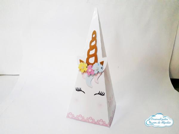 Caixa pirâmide Unicórnio-Caixa pirâmide  Unicórnio com aplique. Fazemos em qualquer tema. Envie nome e idade para persona