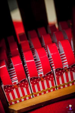 Caixa roupa de palhaço Circo-Caixa roupa de palhaço Circo  Fazemos todos os temas  Na hora do seu pedido informe os dados pa