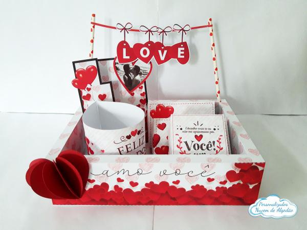 Caixa Kit Festa Dia dos Namorados-Kit Festa Dia dos namorados.  Kit Contém: 1 caixa externa 27x19,5x6,8 1 bandeirinha escrito lov