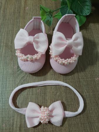 Conjunto rosa sapatinho e laço-Conjuntinho sapato e lacinho para bebê.  Disponível nas cores rosa, branco e vermelho. Número 15
