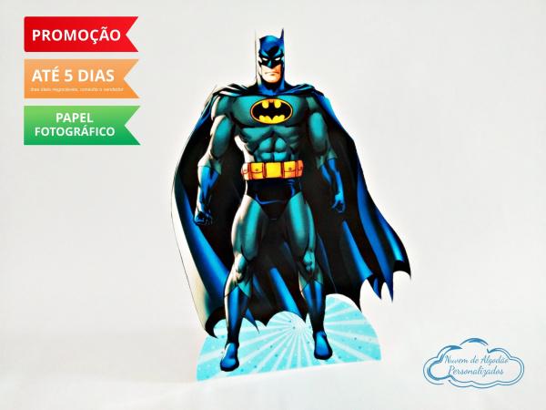 Display de mesa Batman 27cm-Display de mesa Batman 27cm  Largura varia de acordo com a imagem.  - Possui pé de apoio. - Pap