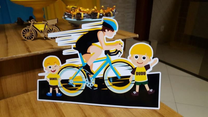 Display de mesa Bicicleta 27cm-Display de mesa Bicicleta 27cm  Largura varia de acordo com a imagem.  - Possui pé de apoio. -