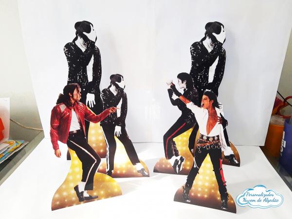 Display de mesa Michael Jackson 27cm-Display de mesa Michael Jackson até 27cm  Largura varia de acordo com a imagem.  - Possui pé de