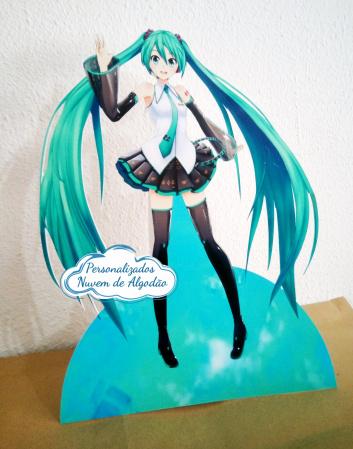 Display de mesa Miku miku 27cm-Display de mesa Miku miku até 27cm  Largura varia de acordo com a imagem.  - Possui pé de apoio