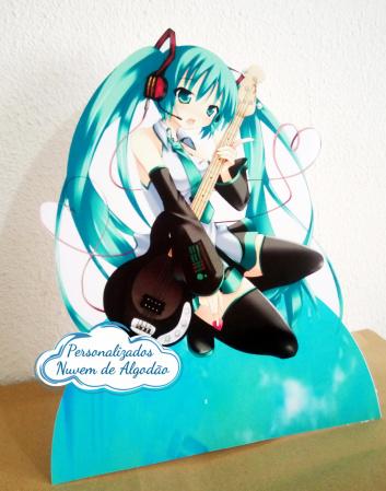 Display de mesa Miku miku 27cm - Musica-Display de mesa Miku miku até 27cm - Musica Largura varia de acordo com a imagem.  - Possui pé