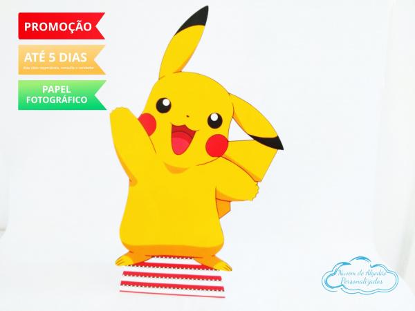 Display de mesa Pokemon 27cm - Pikachu-Display de mesa Pokemon até 27cm - Pikachu Largura varia de acordo com a imagem.  - Possui pé d