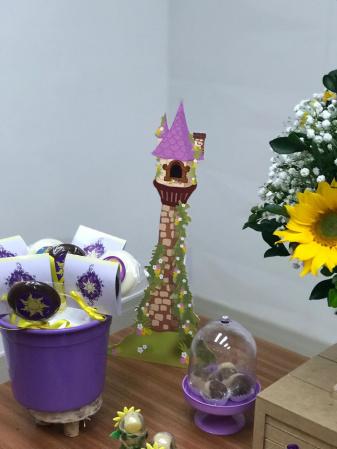 Display de mesa  Rapunzel 27cm - Torre-Display de mesa  Rapunzel 27cm - Torre  Fazemos todos os temas    Na hora do seu pedido informe