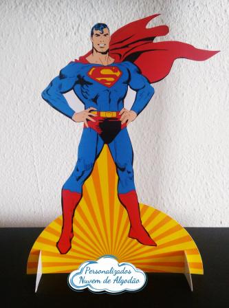 Display de mesa Superman 27cm-Display de mesa Superman até 27cm  Largura varia de acordo com a imagem.  - Possui pé de apoio.