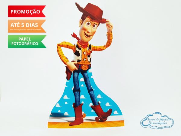 Display de mesa Toy Story 27cm - Woody-Display de mesa Toy Story até 27cm - Woody Largura varia de acordo com a imagem.  - Possui pé d