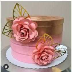 Flor de papel coração para topo de bolo