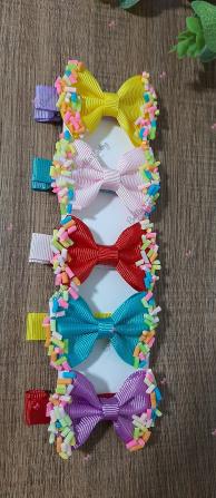 kit 5 hair clips confete-Kit com cinco  lacinho no bico de pato,  com acabamento confete.  Pode ser aplicado na faixinha (co