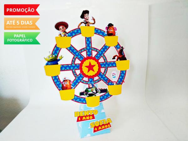 Roda gigante Toy Story-Roda gigante Toy Story Fazemos em qualquer tema. Envie nome e idade para personalização.  - O