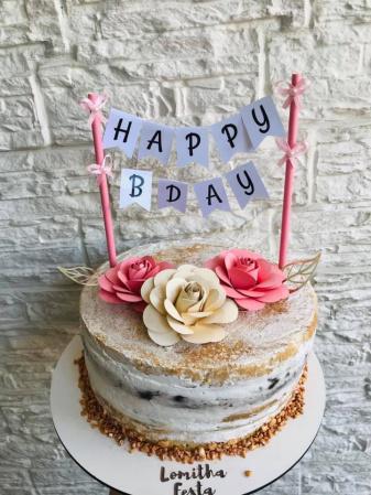 Topo de bolo bandeirola Happy Birthday com 3 flores-Fazemos em qualquer cor.  Na hora do seu pedido data da festa para cadastro.  - Produto vai mont