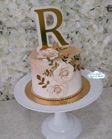 Topo de bolo Inicial com 3 rosas-Topo de bolo Inicial com 3 rosas  Fazemos todos os temas/cores  Na hora do seu pedido informe os