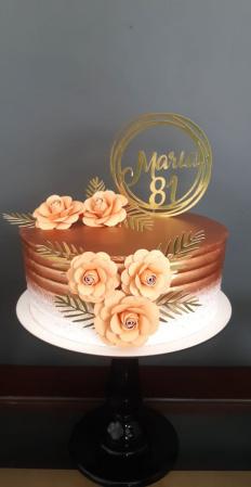 Topo de bolo nome redondo luxo com 5 flores-Topo de bolo nome redondo luxo com 5 flores  Fazemos em qualquer cor. Nos informe nome e idade pa