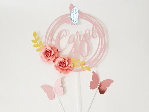 Topo de bolo nome redondo rosé com borboletas-Topo de bolo nome redondo rosé com borboletas  Fazemos em qualquer cor. Nos informe nome e idade