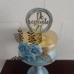 Topo de bolo redondo luxo dourado com 3 flores-Fazemos em qualquer cor. Nos informe a idade para alterarmos no topo. Também disponível em prate