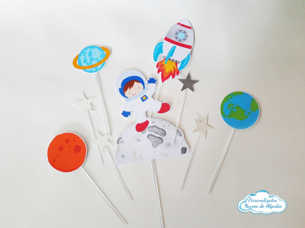 Topper de docinho Astronauta-Topper de docinho Astronauta Fazemos todos os temas    Na hora do seu pedido informe os dados par